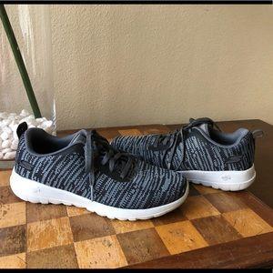 Skechers goga max 6.5 black gray sneakers
